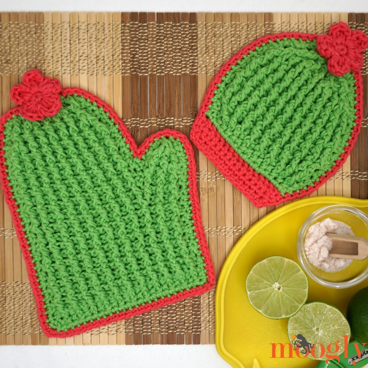 Crochet Cactus Potholders! Make your own cactus potholders with the free Moogly crochet pattern, and Red Heart Yarns Scrubby Smoothie!