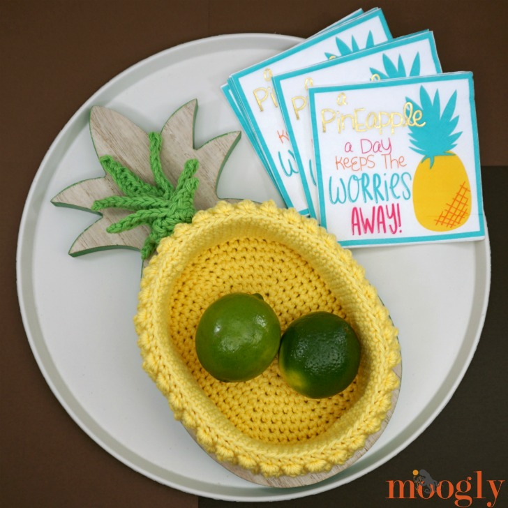 Pineapple Basket - free crochet pattern on Moogly! Make it with Red Heart Scrubby Smoothie!