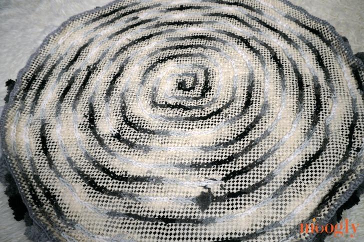 Super Easy Non-Slip Pom Pom Rug - the underside of the finished rug