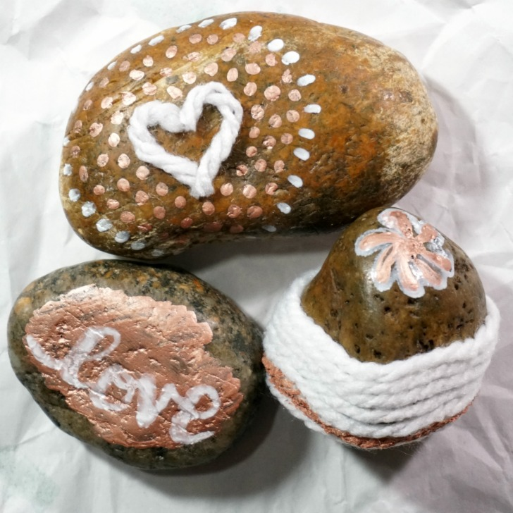 Painted Rocks with yarn - the experiments...