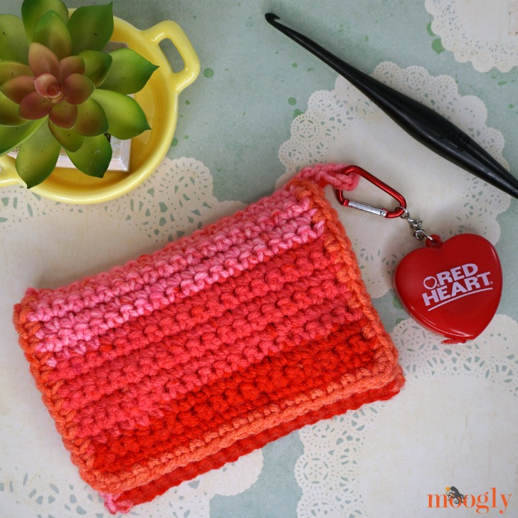 Crafty Carrying Case - free crochet pattern on Moogly! Folds up nice and compact for easy use!