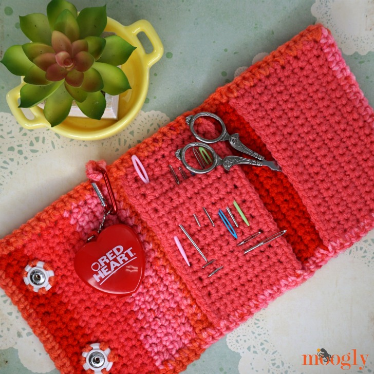 Crafty Carrying Case - make crafting easier by keeping all your tools handy with this free crochet pattern on Moogly!