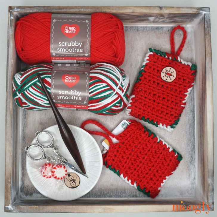 How to Crochet the The Hanging Gift Card Holder and Luggage Tag - tutorial and free pattern on Moogly!