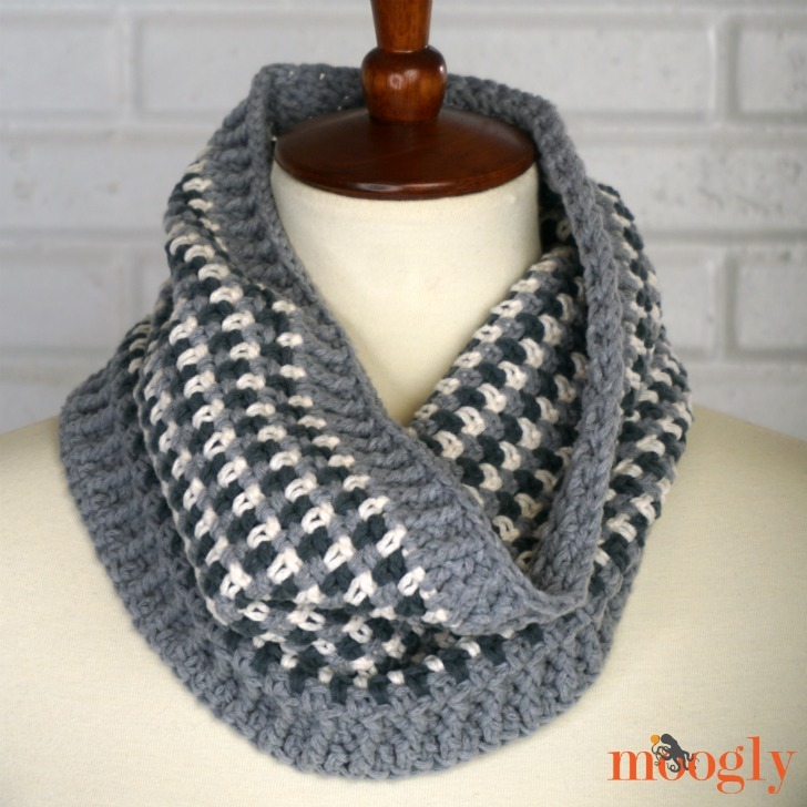 Autumn Amore Cowl on mannequin