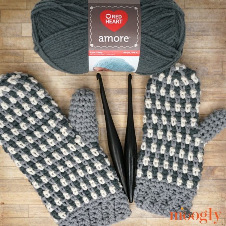Autumn Amore Mittens With Yarn