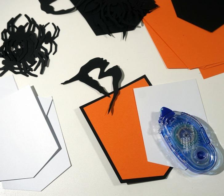 Pom Pom Halloween Banner - assembling paper