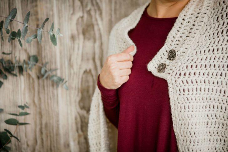 Snow Charming Cape by Tamara Kelly - Furls December 2018 Crochet Along - Closeup