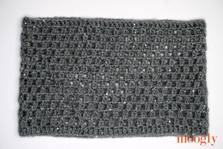 Italian Elegance Cowl laid flat - get the free crochet pattern on Mooglyblog!