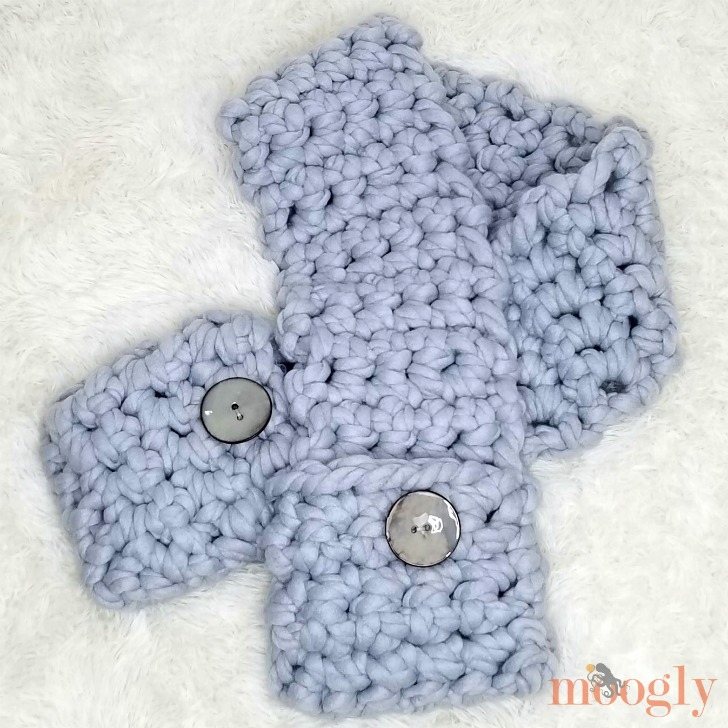Cool Hand Pocket Scarf - Free Crochet Pattern on Moogly