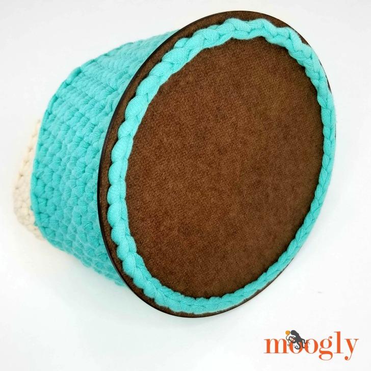 Super Sturdy Crochet Basket - closeup of bottom