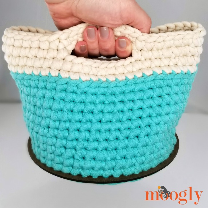 Super Sturdy Crochet Basket with Handles - free pattern on Moogly!