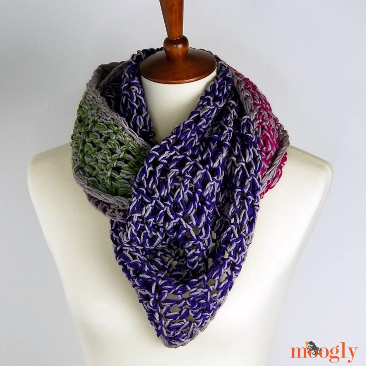Chic Halftime Shawl - cowled,, free pattern on Moogly