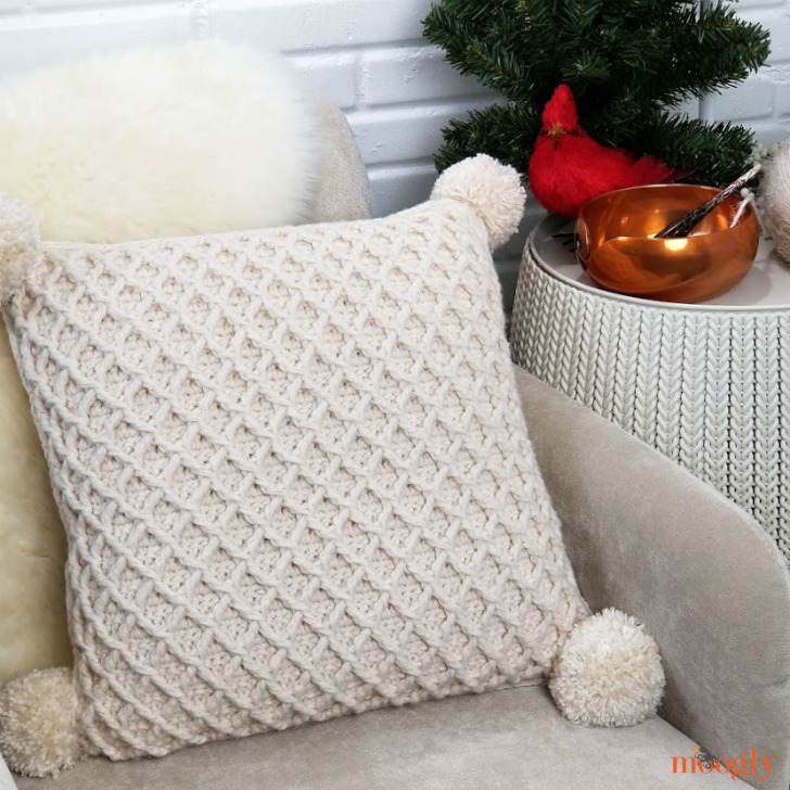 Hygge Diamond Pillow - free crochet pattern on Moogly!