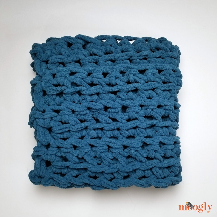 Three Hour Throw - make an afghan in less than 3 hours - and without a hook! Learn how on Moogly!