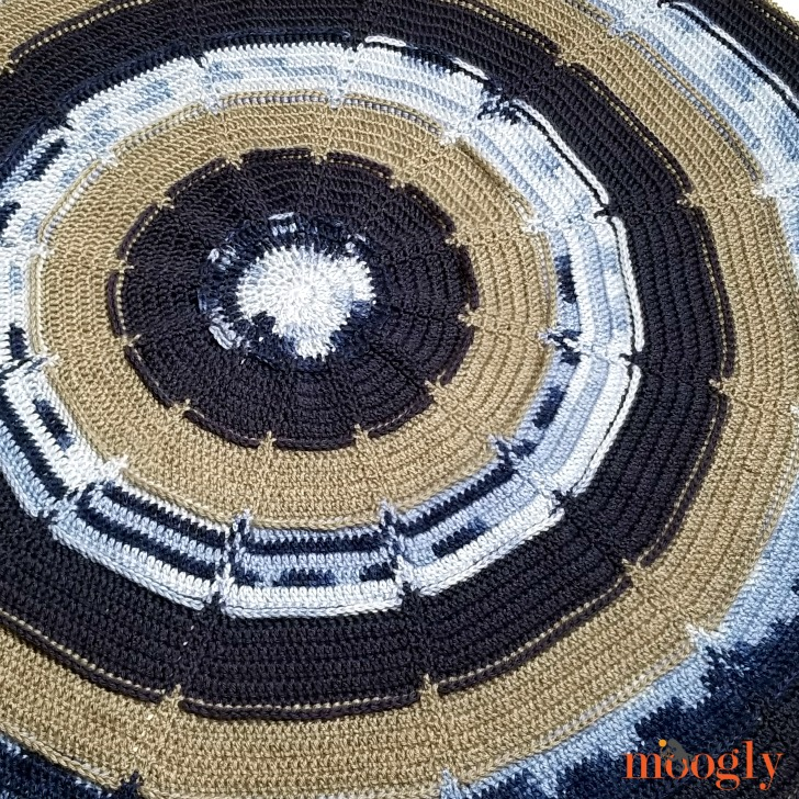 How to Crochet the Big Bloom Blanket - right and left-handed video tutorials on Moogly