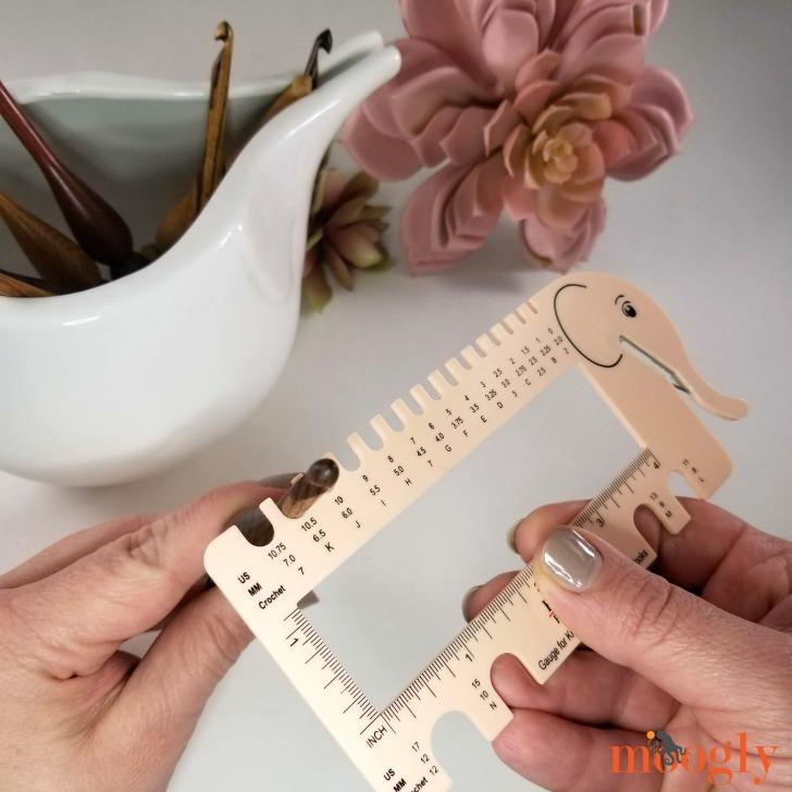 Knitter's Pride Needle & Crochet Gauge with Yarn Cutter Giveaway - hook gauge