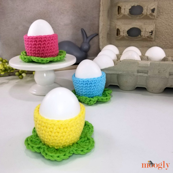 Simple Flower Egg Cozy - one in front, DIR 2