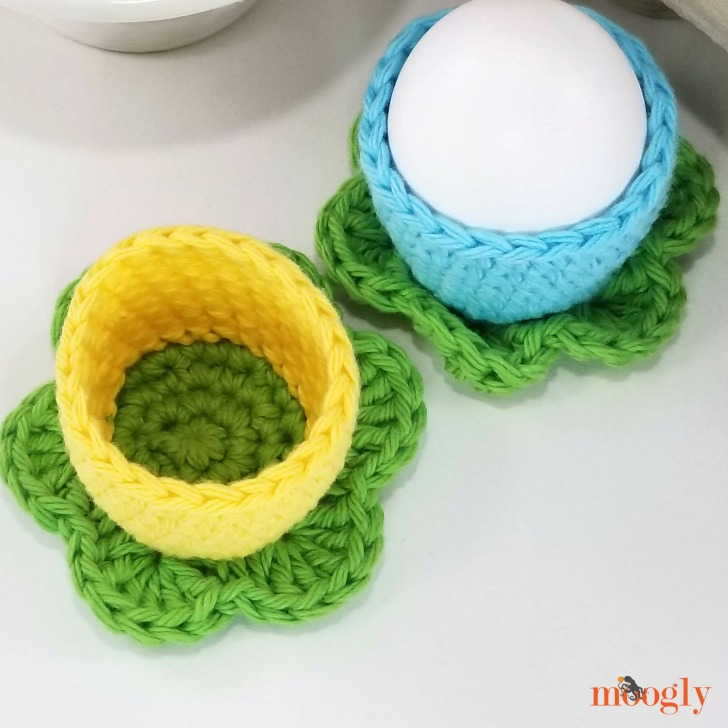 Simple Flower Egg Cozy - top view