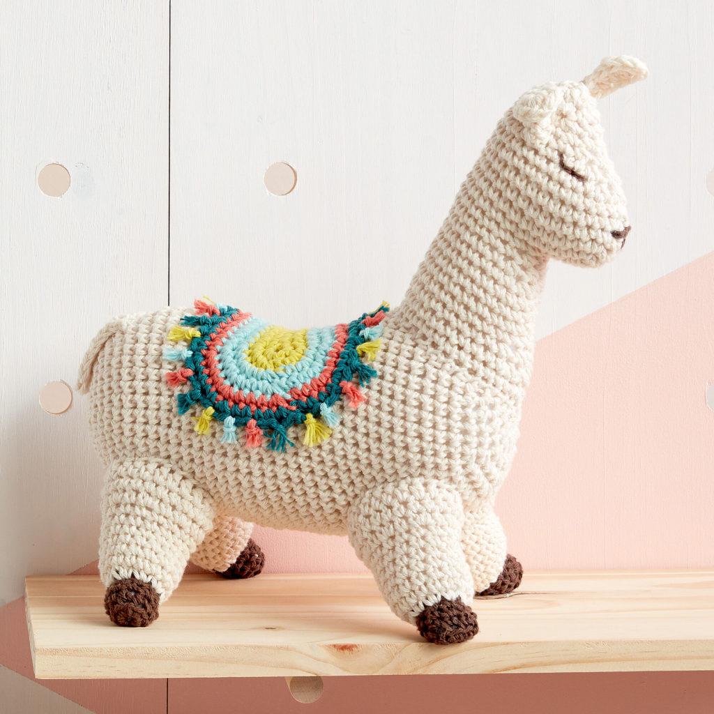 Lily Sugar'n Cream Lluna the Llama Crochet Toy - free crochet pattern!