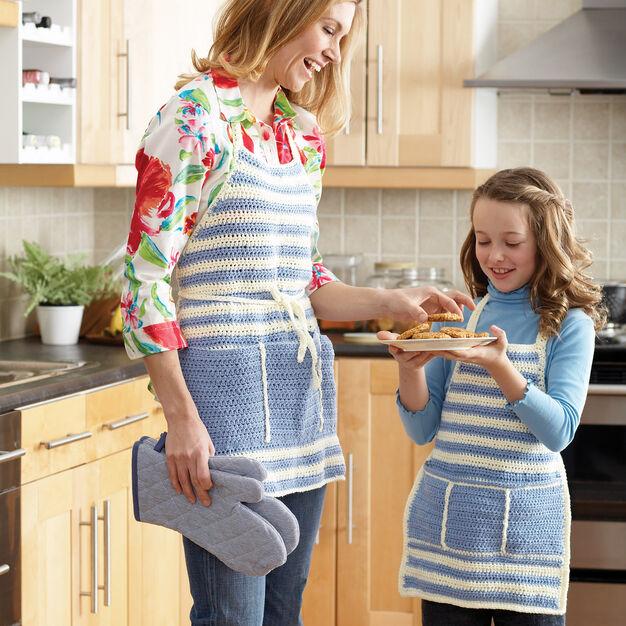 Bernat Aprons for Mom and Me - free crochet pattern set!