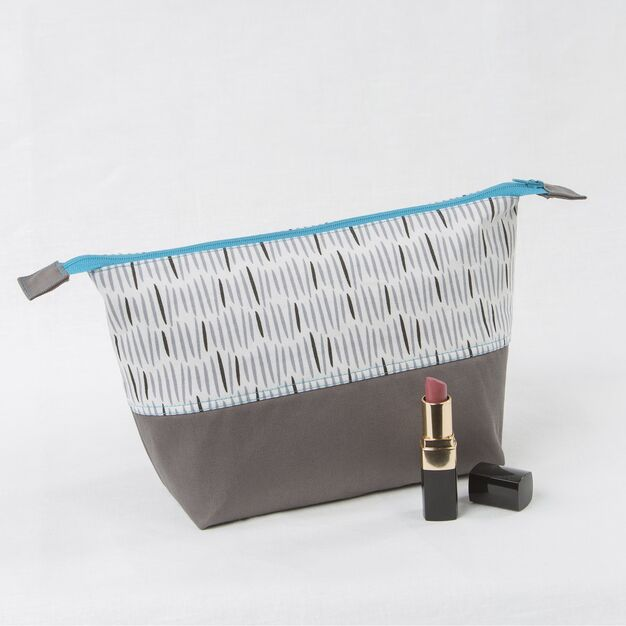 Coats & Clark Zippered Cosmetic Bag - free sewing pattern!