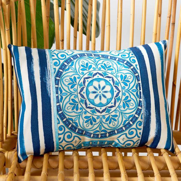 Coats & Clark Outdoor Medallion Rectangular Pillow - free sewing pattern!