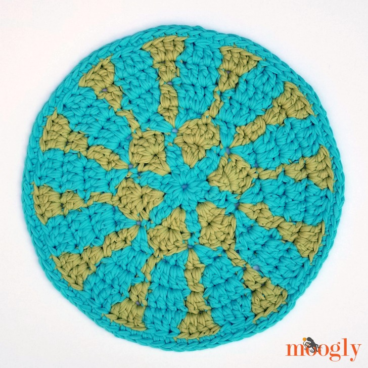 Soft Sunshine Chair Pad - free crochet pattern on Moogly