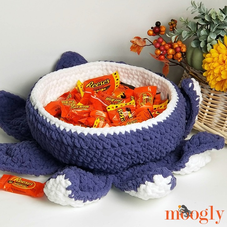 Halloween Tentacle Candy Bowl - free pattern on Moogly!