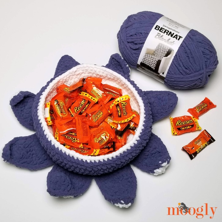Halloween Tentacle Candy Bowl - free pattern with right and left-handed video tutorials on Moogly!