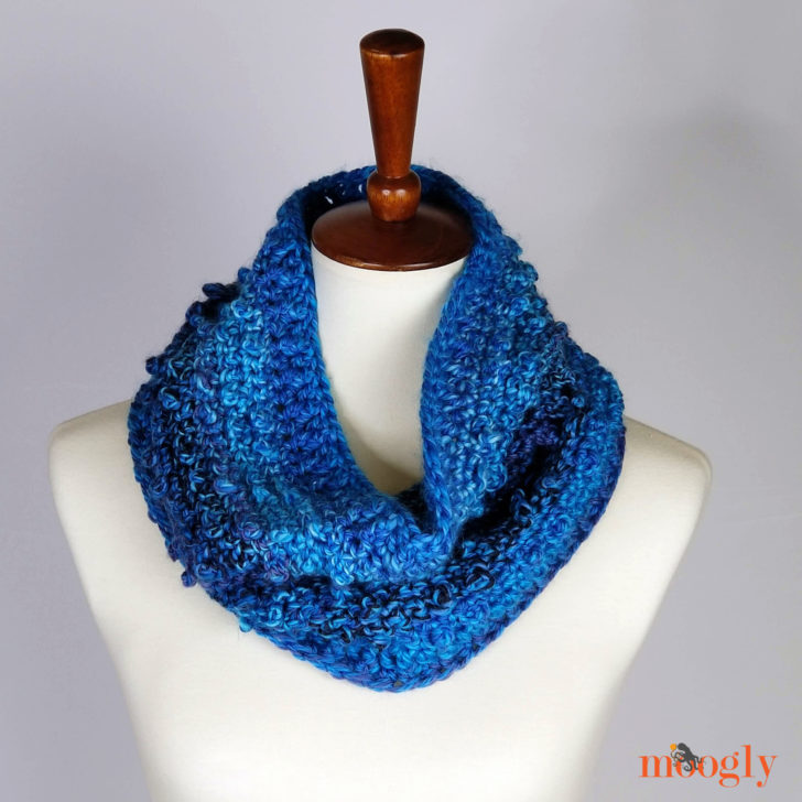 Picot Trip Cowl - free crochet pattern on Moogly