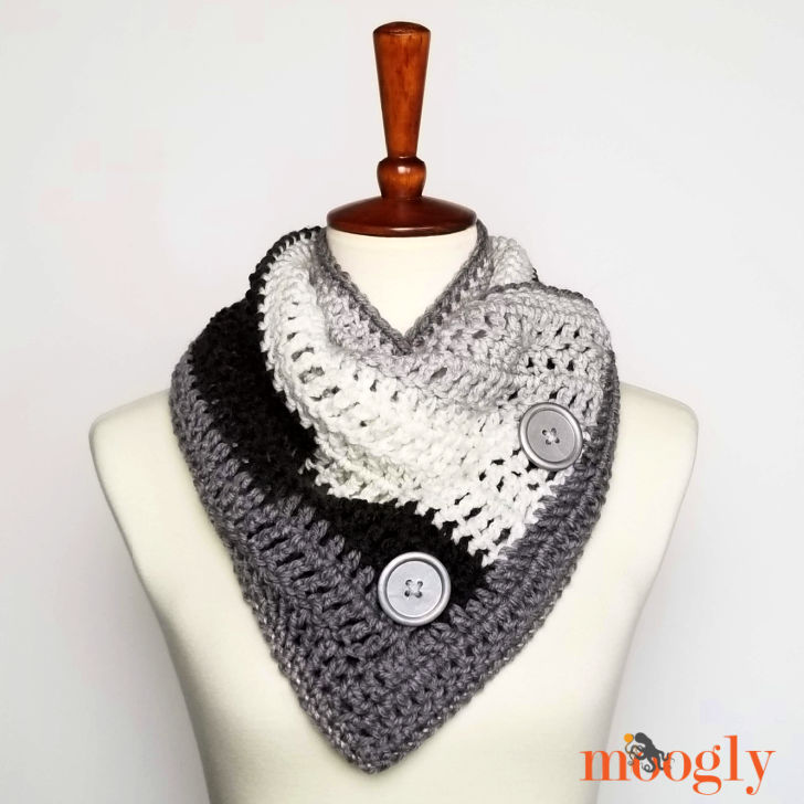Easy One Skein Bandana Cowl - free pattern on Moogly!