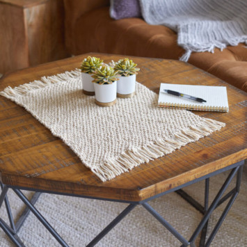 Red Heart Fringed Plant Mat