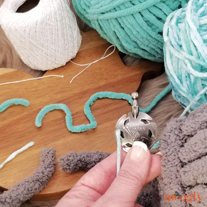 Clover Yarn Cutter Pendant - cutting yarns test