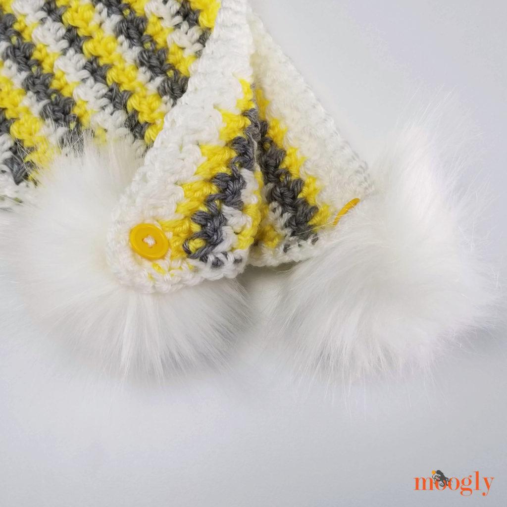 Venti Hood - Poms closeup