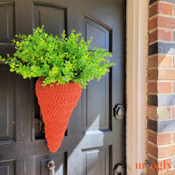 Carrot Door Basket - free crochet pattern on Moogly