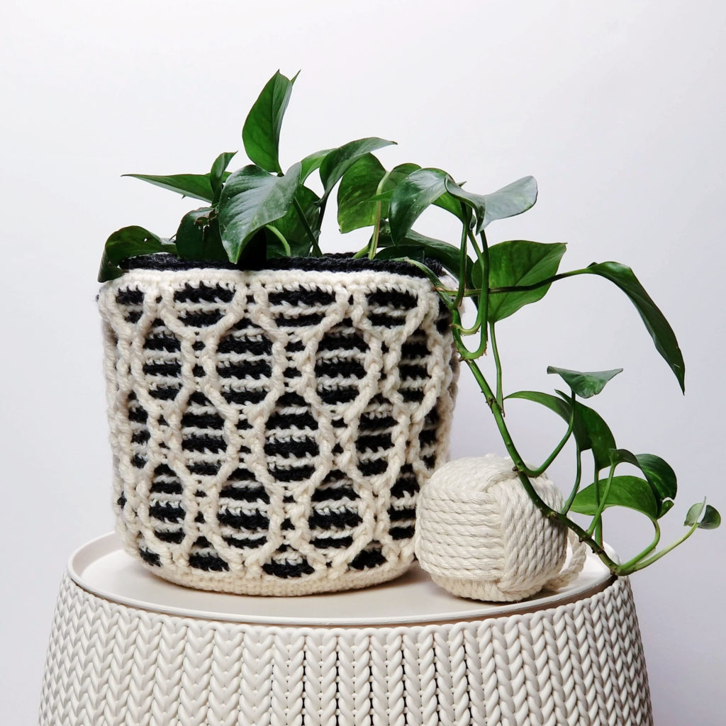 Patons Striped Hourglass Basket by Moogly