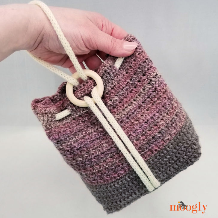 Ring Rose Bag - in hand
