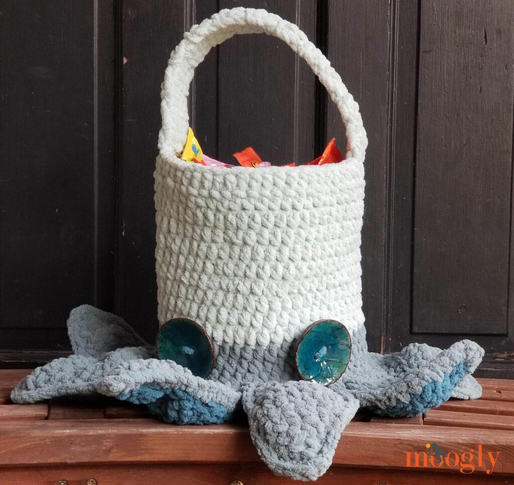Halloween Monster Candy Bucket - Free Crochet Pattern on Moogly